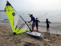 Conociendo el material de windsurf en la arena