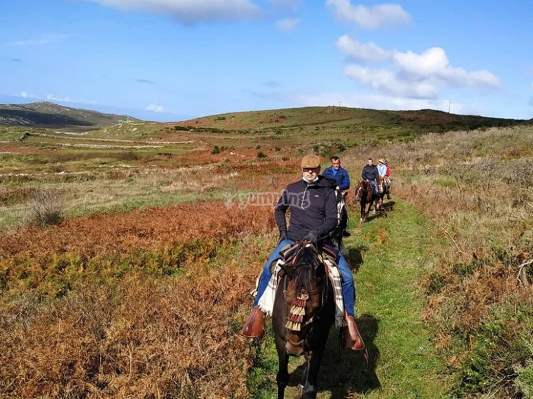 Atravesando llanuras a caballo