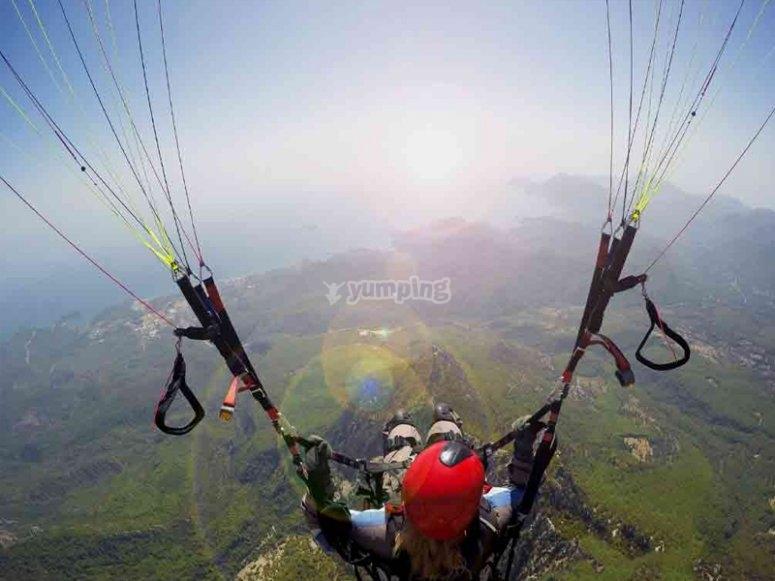 滑翔伞通过塞拉利昂乌拉萨