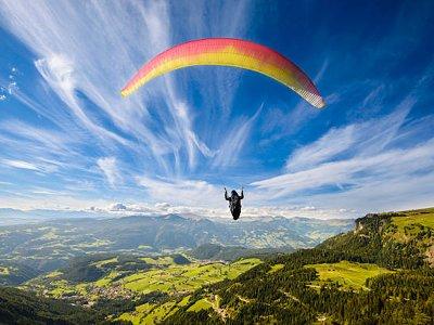 Volo in parapendio attraverso la Sierra Urbasa e video 20min