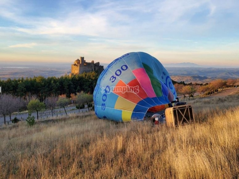Landing with the balloon in front of the castle of Loarre
