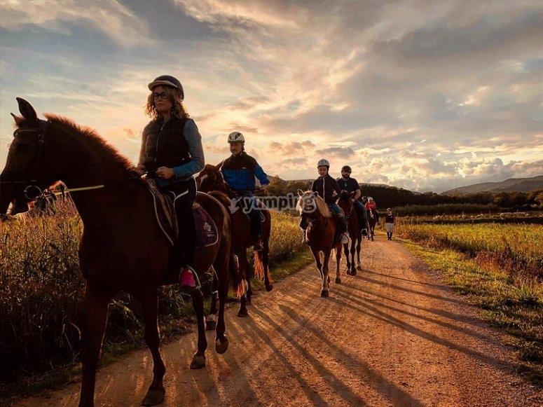 Disfrutando de una excursión a caballo