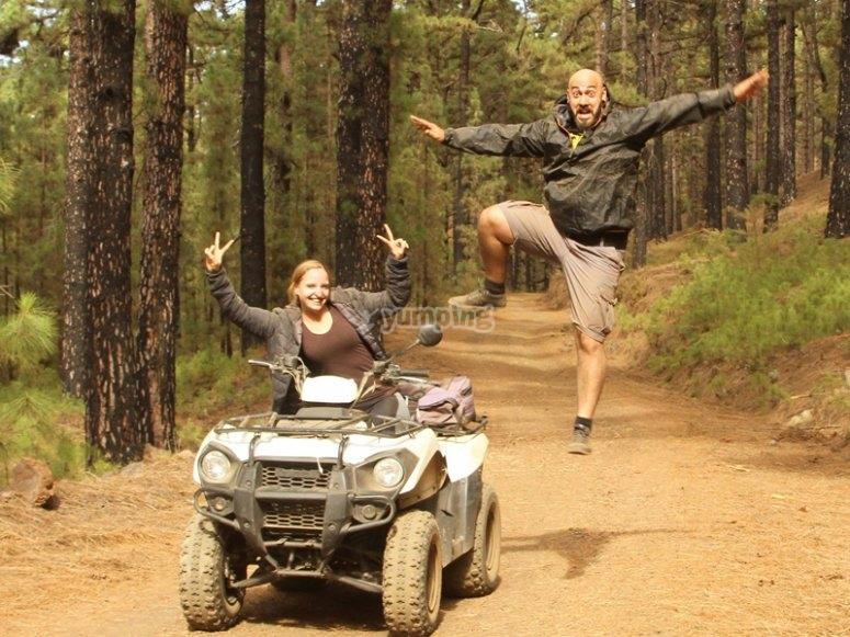 享受穿过Parque de la Corona Forestal del的路线泰德