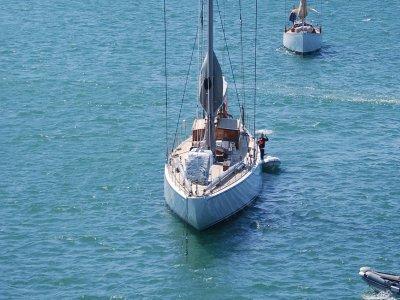 Aventura Submarina Vela