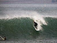 冲浪的最佳波冲浪磨练自己的技能