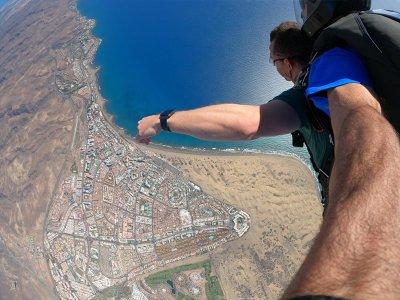 Salto en paracaídas tándem en dunas de Maspalomas