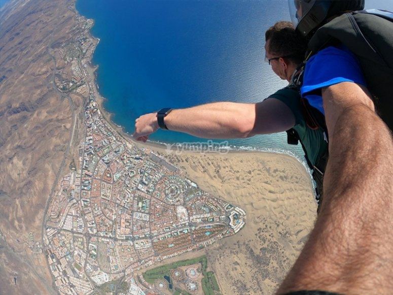 Parachute jumping over the dunes of Maspalomas