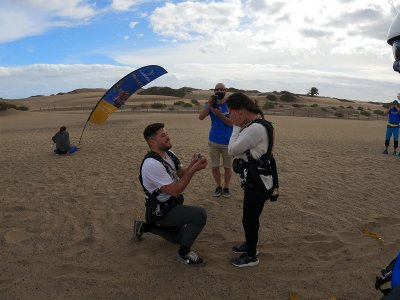 Hand request with parachute jump Maspalomas