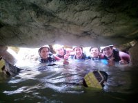 Bajo la roca