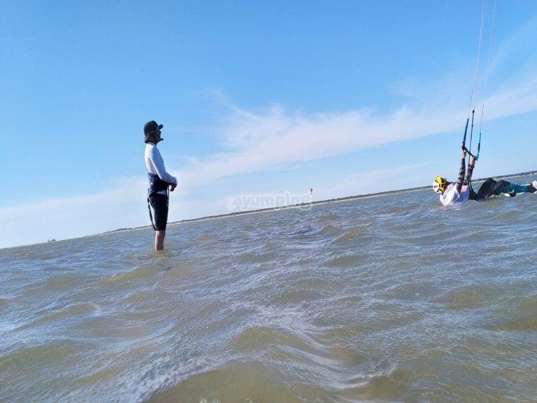 Aprendiendo kitesurf en el Puerto de Santa María