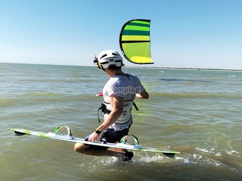 Con el equipo de kitesurf en el mar