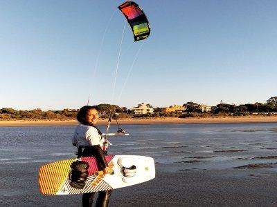 2人去圣玛丽亚港的风筝冲浪课程