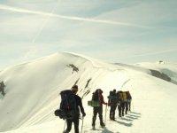 Caminando por la nieve con las raquetas