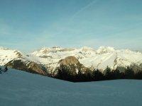 Las montañas y suelos nevados