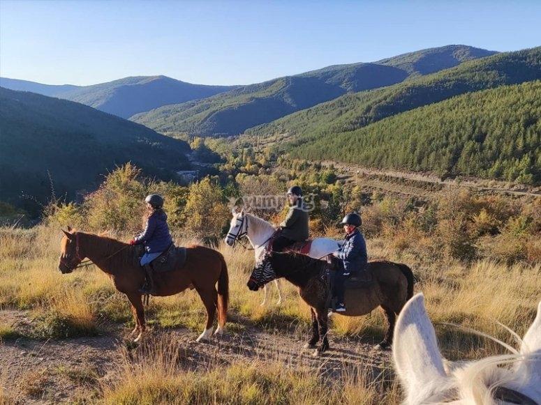 穿越哈卡(Jaca)的骑马