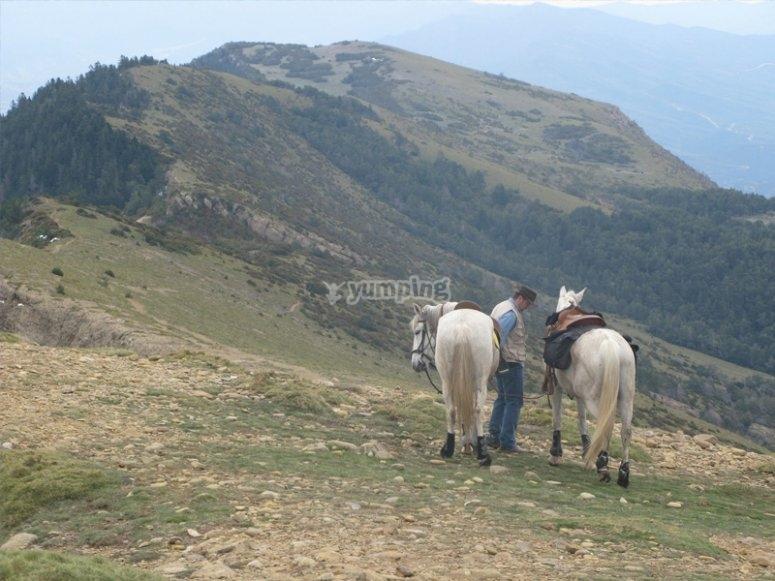 骑马穿过Garcipollera山谷