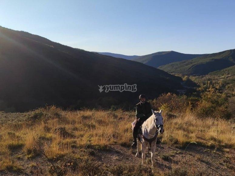 穿越哈卡(Jaca)骑马