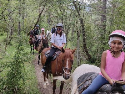通过Villanovilla骑马1小时开始