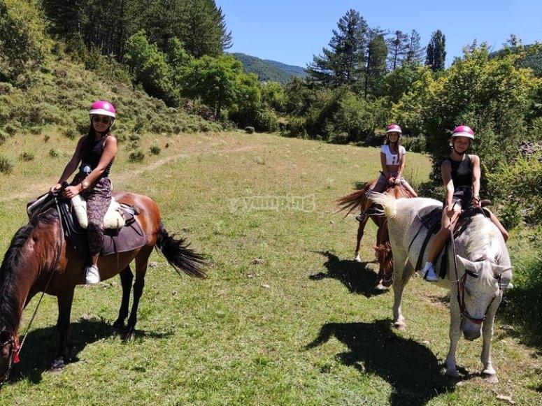 骑马穿越Garcipollera山谷
