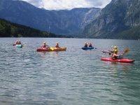 Kayak entre montanas