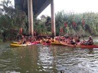 Bajo el puente portugués de Alcoutim con los kayaks
