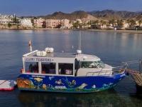 阿基拉斯·尼诺的玻璃底船之旅