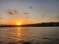 在日落时分在阿吉拉斯航行