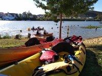 Kayaks en la playa Fluvial de Sanlúcar del Guadiana