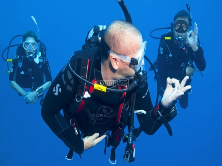 Diving with the instructor