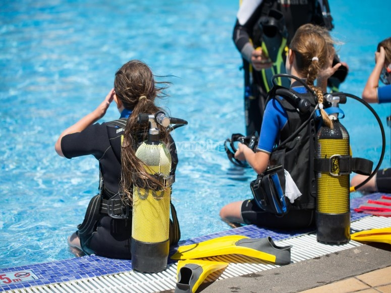 Getting acquainted with the diving equipment