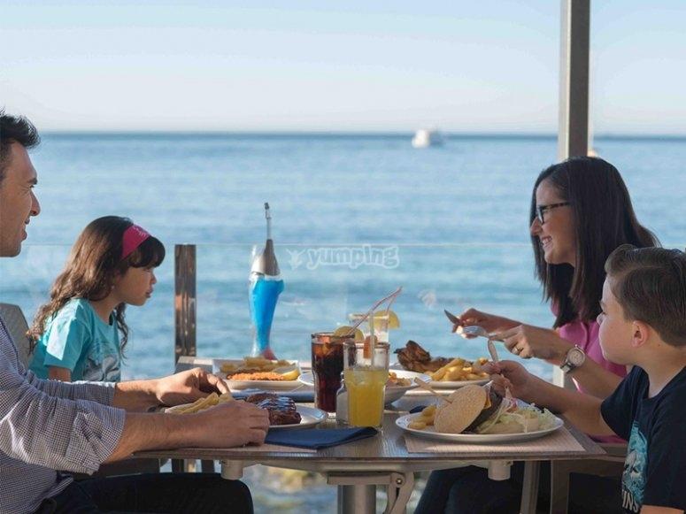 Restaurant au premier rang de la mer