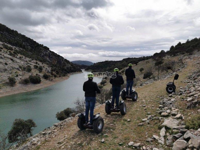 Segway路线穿越Cazorla天然公园-通过Anchuricas的水库