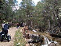 在穿越塞拉利昂卡斯特里尔(Sierra de Castril)的赛格威车道上发现溪流-穿越格拉纳达的赛格威郊游
