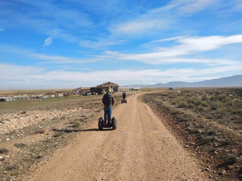 乘代步车游览格拉纳达地质公园