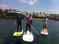 subidos a una tabla de paddle surf.jpg