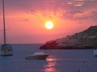 paseo y puesta de sol