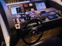 volante y mandos de una embarcacion