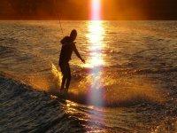 Impara a praticare il wakeboard