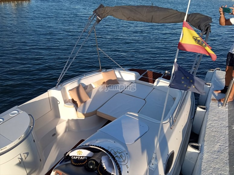 Barco para alquiler con patrón
