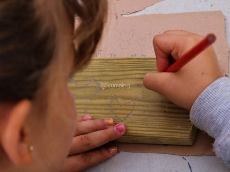Campamento con taller de carpintería