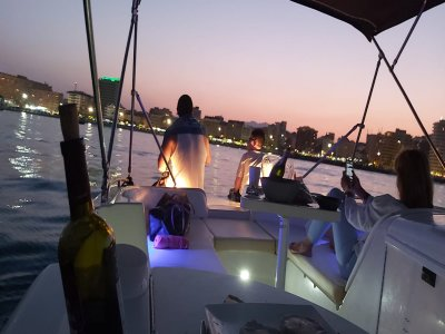 Paseo barco al atardecer y aperitivo Fuengirola 1h
