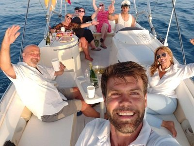 Paseo barco al atardecer y aperitivo Fuengirola 4h