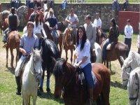 Aprende a montar a caballo con tus amigos