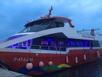 Barca per feste in porto