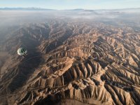 Globo sobre zona desertica