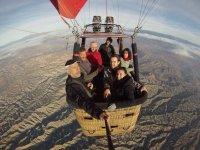 Grupo durante el vuelo en globo