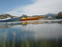 装备精良的平静的水面