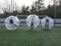 Jugadores en tres esferas de plastico