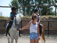 骑马的孩子有Monitora
