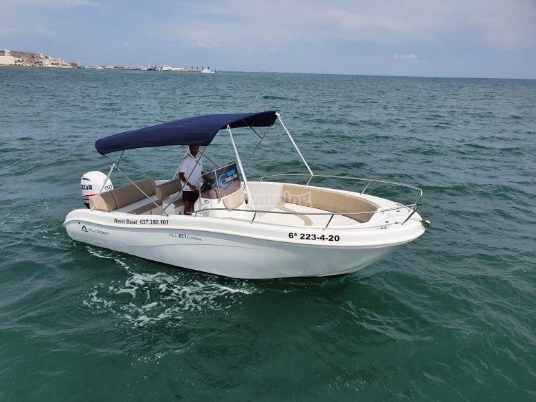 乘船游览圣波拉的海岸